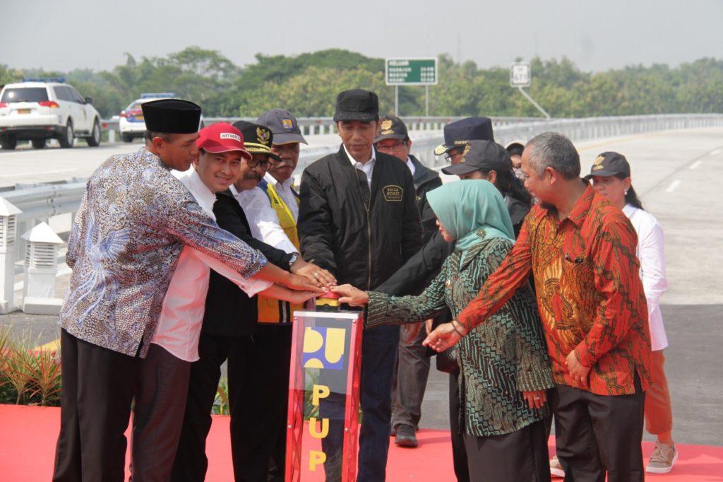 Presiden Jokowi Resmikan Jalan Tol Ngawi Kertosono Segmen (Wilangan – Kertosono)